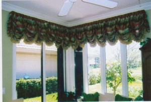 Gathered balloon valance